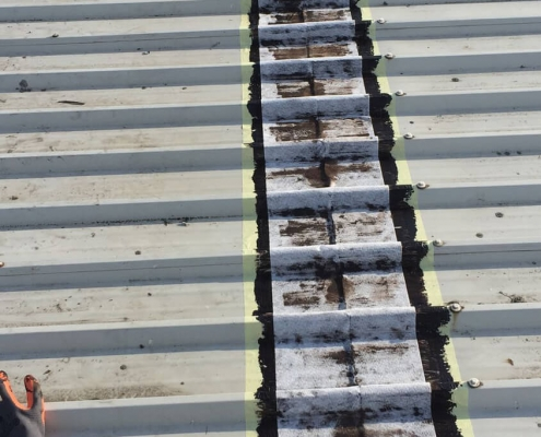 Waterproofing roof plates seams